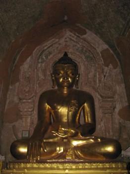 Golde Buddha statue
